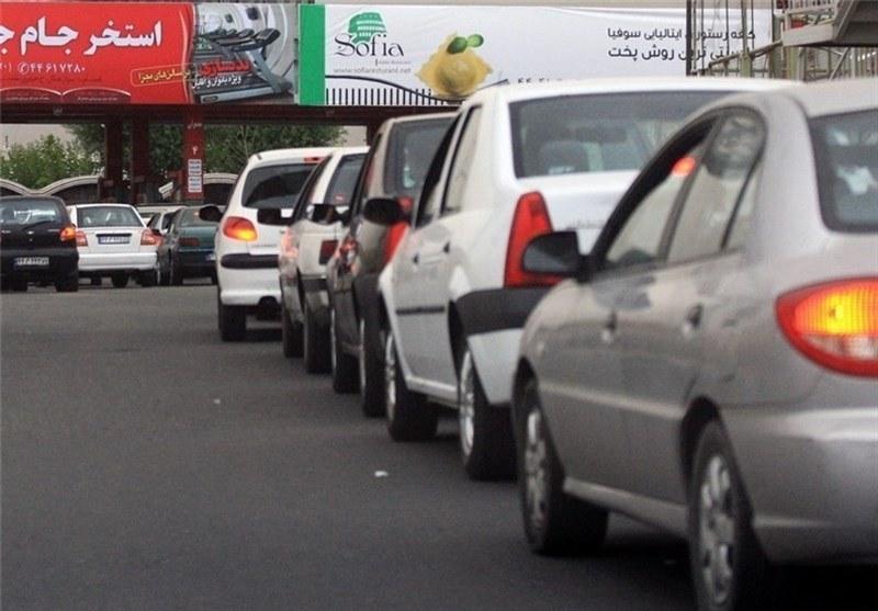 ورود مردم به بازار بنزین؛ کاهش قاچاق یا رونق دلال بازی؟
