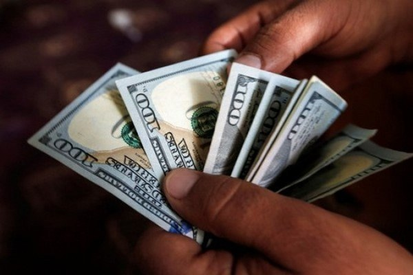 صرافیهای بانکی دلار را ۱۰۵۹۵ تومان قیمت زدند