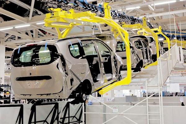 اعطای تسهیلات ١۵ هزار میلیاردی به دو خودروساز اصلی کشور