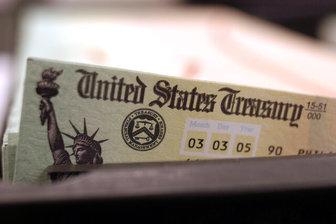 پشت کردن سرمایهگذاران بینالمللی به اوراق دلاری
