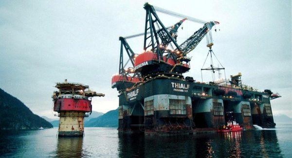 قیمت جهانی نفت امروز ۱۳۹۷/۱۱/۱۵ / کاهش قیمت نفت به زیر ۶۳ دلار