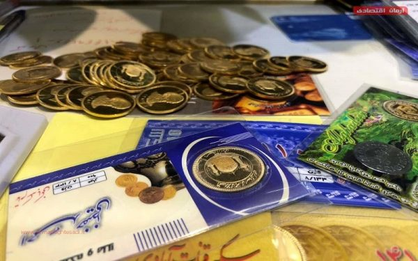 سکههای پیشفروش اسفند در شعب بانک ملی تحویل داده میشوند
