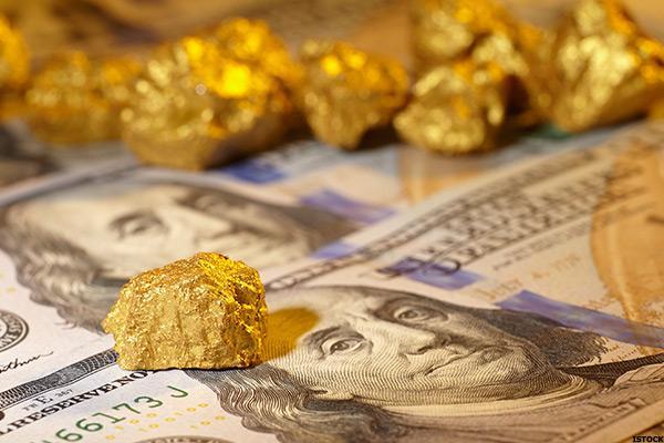 طلا ۳.۵ دلار گران شد