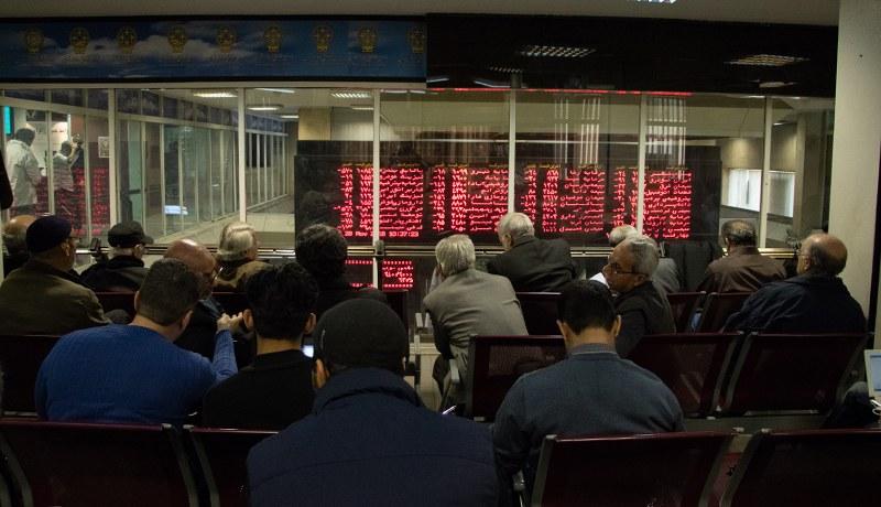 زیگزاگ ماهانه بورس تهران / کاهش ۲۸ درصدی معاملات بورس