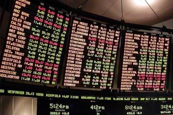 نگاه پتروییها و کامودیتیها به نرخ جهانی / روز بخت بانکیها رسید