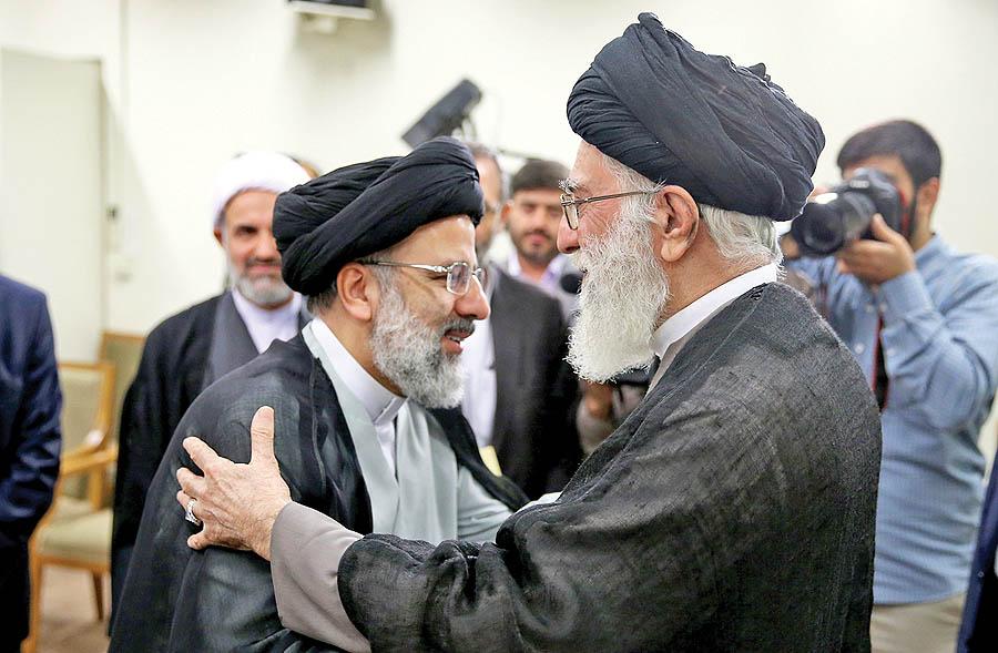 انتصاب حجتالاسلام رئیسی به تولیت آستان قدس رضوی علیهالسلام