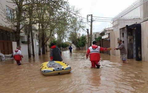 بانکها و بیمهها برای کمک به سیلزدگان چه کردند؟