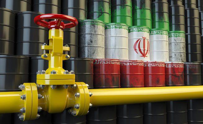 آمریکا معافیت 4 کشور را برای خرید نفت ایران تمدید می کند