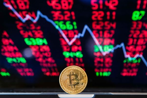 نظرسنجی از سرمایه گذاران: قیمت بیت کوین به ۱۰۰ هزار دلار خواهد رسید!