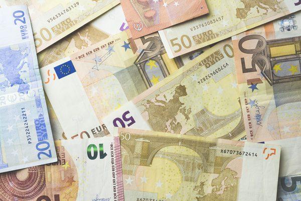 کاهش نرخ رسمی یورو و پوند (5 مرداد ماه)