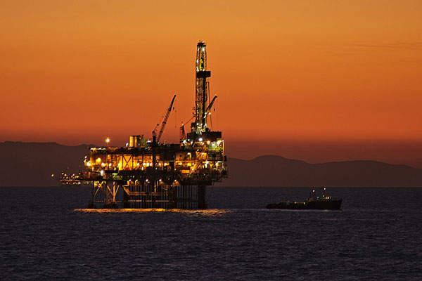 قیمت جهانی نفت امروز ۱۳۹۷/۱۲/۲۱ | کاهش تولید اوپک نفت را گران کرد