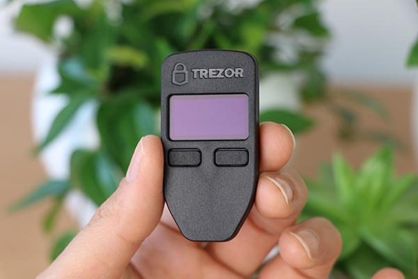 گزارش شرکت لجر از آسیب پذیری جدی در کیف پولهای سختافزاری Trezor