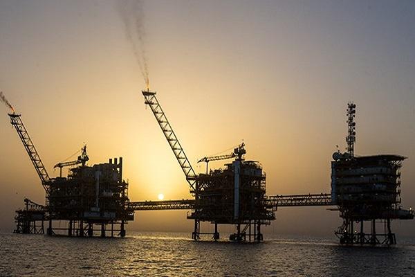 عرضه نفت با قیمت پایه ۶۷ دلاری در بورس انرژی کلید می خورد