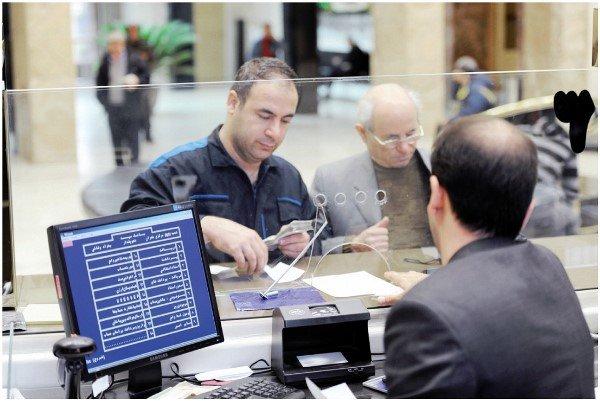 بورس ارزانتر و سریعتر از بانک می تواند به تولید کمک کند/ لزوم ادغام همه بانکهای خصوصی