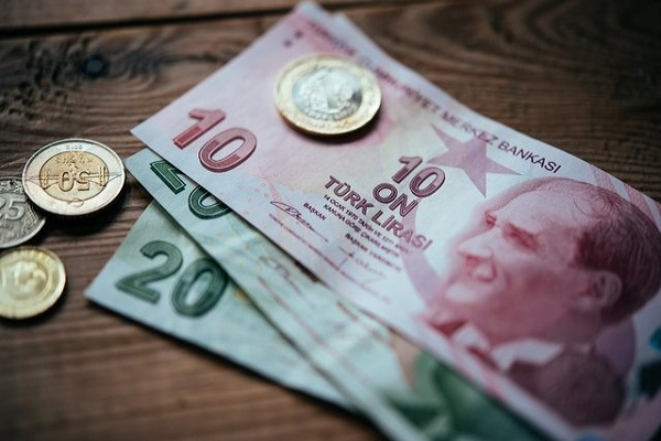 افت ۲۸ درصدی ارزش لیر ترکیه در مقابل دلار طی یکسال + نمودار