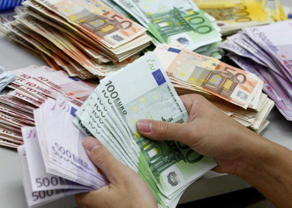 نماینده مجلس : نرخ ارز با راه اندازی بازار متشکل کاهش می یابد