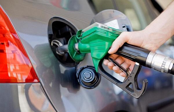نعمتی: سهمیهبندی بنزین فعلاً متوقف است