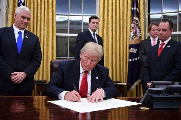 سناتور امریکایی: ترامپ کل جهان را به یک مکان خطرناکتر تبدیل کرده است