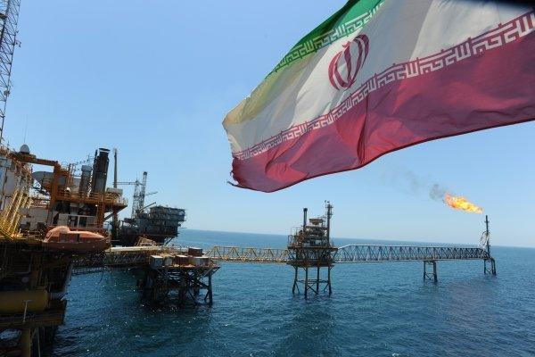 مردم هند با تظاهرات علیه سفر پامپئو به کشورشان از دولت خواستند خرید نفت از ایران را از سر بگیرد