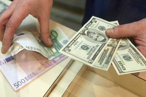 پیشبینی ۱۰ نماینده مجلس از قیمت دلار در ماههای آینده