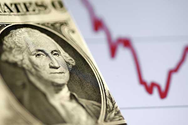 کاهش ارزش دلار با موج بیکاری در آمریکا