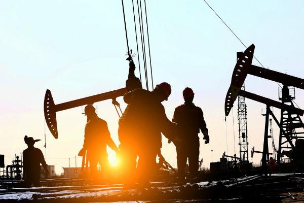 گزارش هفتگی نفت (منتهی به 17 خرداد 1398) | افزایش سه درصدی قیمت نفت در آخرین روز هفته، سیگنال عربستان از ادامه کاهش تولید