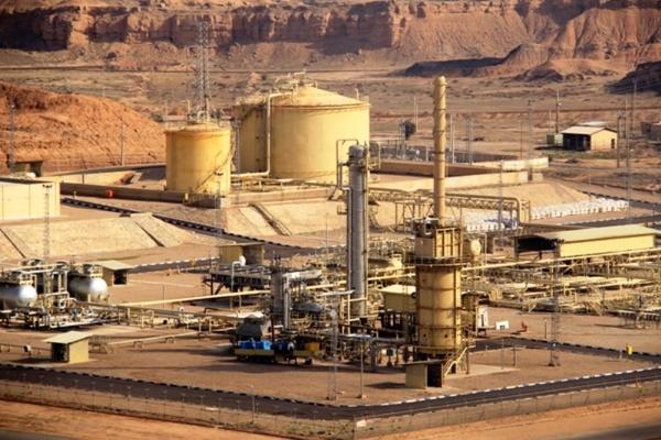 ادامه فروش نفت ایران / امضای ۱۰ قرارداد افزایش توان تولید نفت