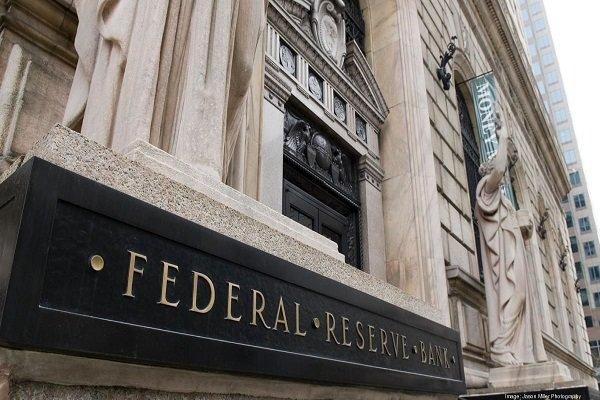ترامپ: بانک مرکزی ما دست روی دست گذاشته است!