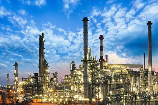 ایجاد بازار برای نفت امریکا جزو دلایل تحریمهای نفتی است/ایجاد اشتغال با احداث پتروپالایشگاهها