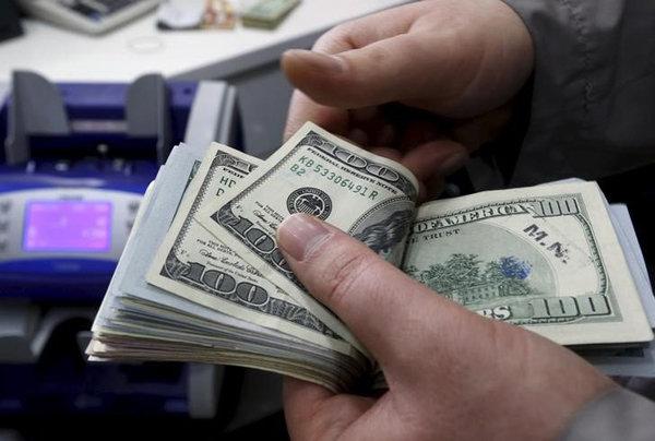 با کاهش نرخ ارز کالاها ارزان میشوند