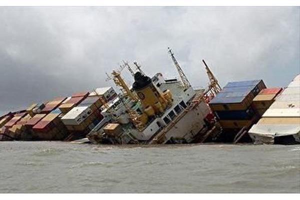 معاون سازمان بنادر: کشتی «شباهنگ» به دلیل ابگرفتگی غرق شد