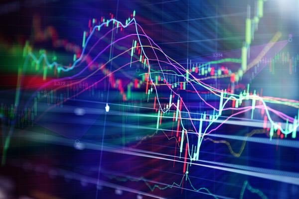روند شاخص مثبت است/ بازار در انتظار گزارش های فروش مردادماه