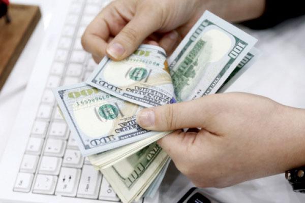همتی: روند بازگشت ارز حاصل از صادرات بهبود یافته است
