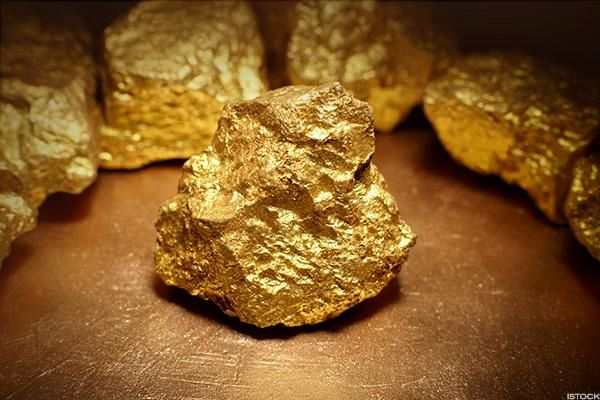 پیشبینی قیمت طلا تا پایان سال / طلا احتمالا به ۱۶۰۰ دلار میرسد