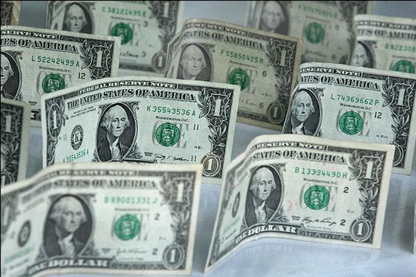 عواملی که نوسانات ارزی را محدود کرد / چرا کاهش قیمت دلار بیشتر شد؟