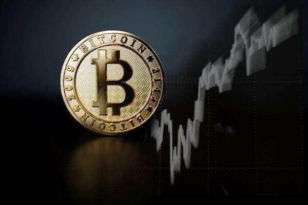 بررسی روند بازار ارزهای دیجیتال در روزهای اخیر / چرا بیتکوین ۸ درصد افت کرد؟