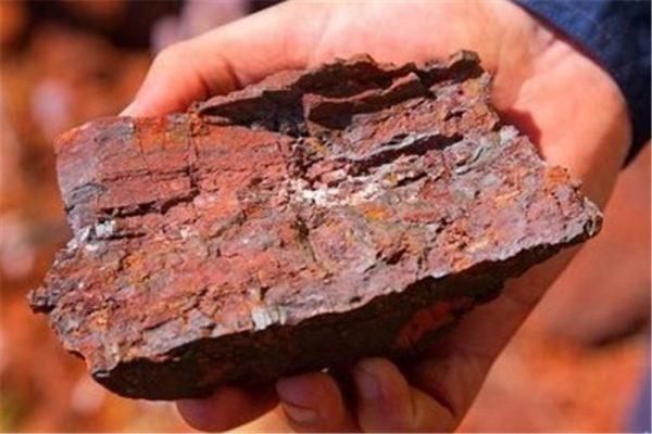 توقف روند کاهشی قیمت سنگ اهن در روز پنجشنبه