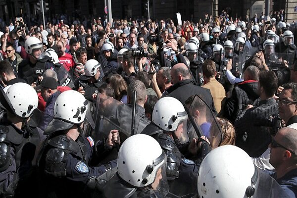 اعتراضات علیه نشست «گروه 7» در فرانسه به خشونت کشیده شد