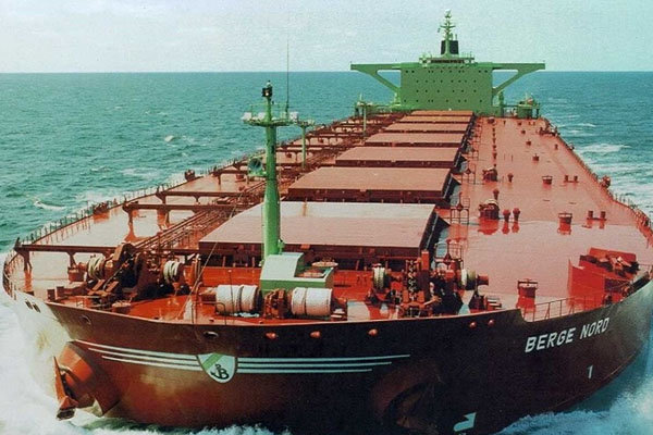 یک نفتکش چینی برای دور زدن تحریمهای امریکا علیه ایران تغییر نام داد