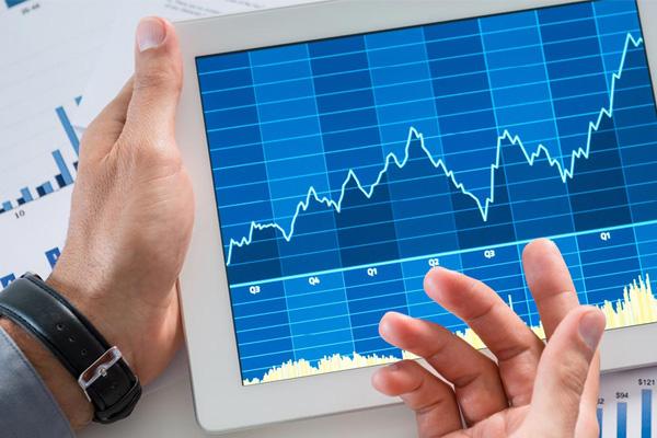 تحلیل و مقایسه رشد صندوقهای قابل معامله در بورس با شاخص کل