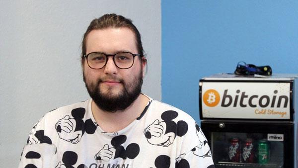 مصاحبه با کارمندی که تمام حقوقش را با بیت کوین دریافت میکند