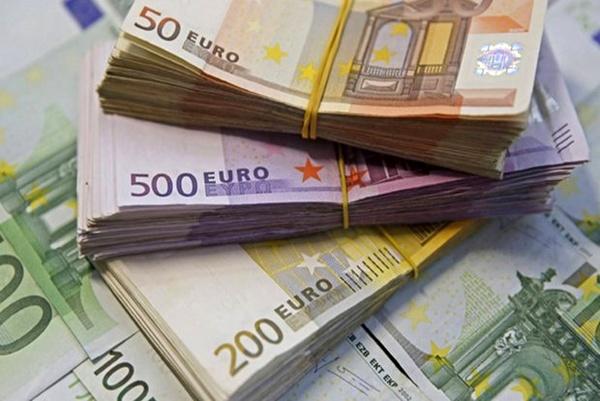 روند کاهشی نرخ رسمی یورو و پوند