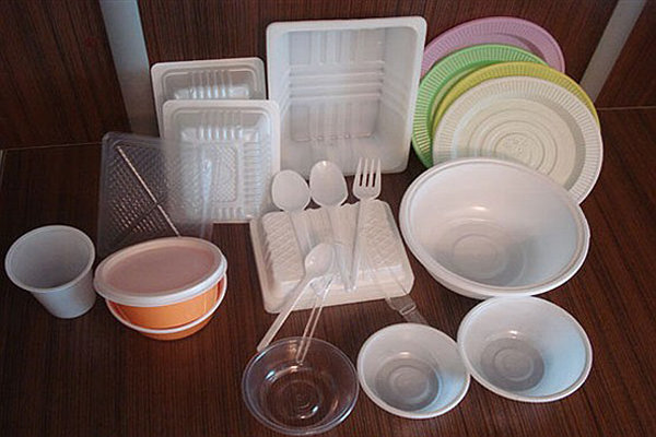 قیمت ظروف یکبار مصرف ۵۰درصد کاهش یافت