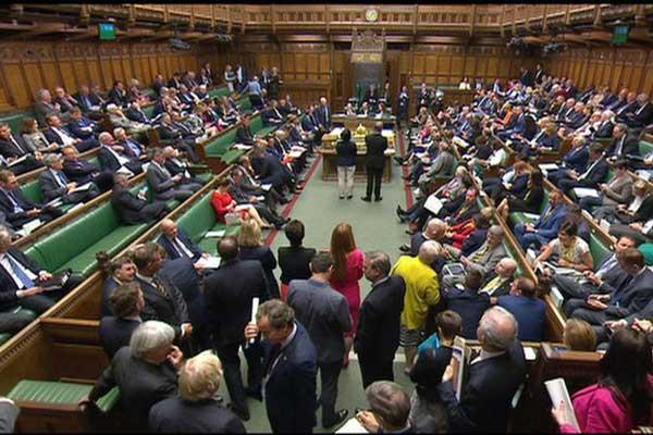 مجلس عوام انگلیس نخست وزیر را شکست داد