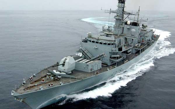 انگلیس ناوهای جنگی به خلیج فارس اعزام کرد