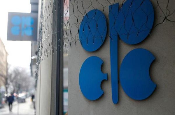 اوپک و متحدانش 500 هزار بشکه دیگر از تولید نفت خود کم می کنند