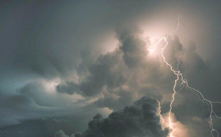 احتمال باران و رعد و برق در نیمهشمالی کشور